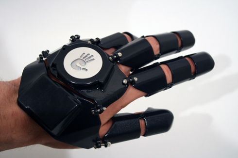 Glove One Prototype Wearable Phone Looks Like Iron Mans Glove