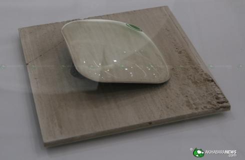 Fujitsu_concept_phone_crystal_CEATEC_3