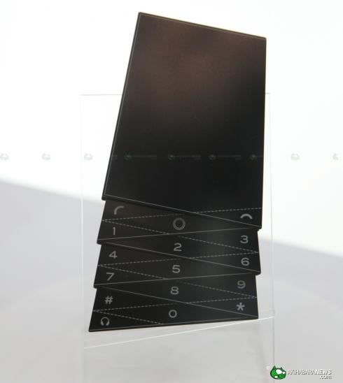 Fujitsu_fashion_concept_phone_1