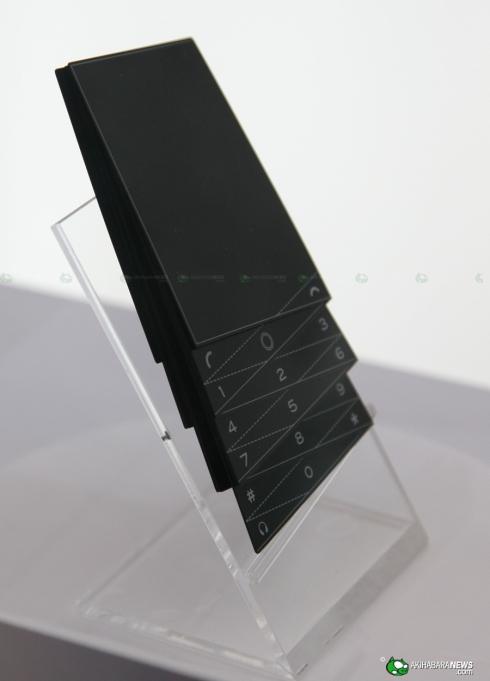 Fujitsu_fashion_concept_phone_3
